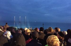 crowd-dawns