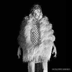 xalexander-mcqueen-fw-campaign6_jpg,qresize=640,P2C640_pagespeed_ic_psDxxkCv4-